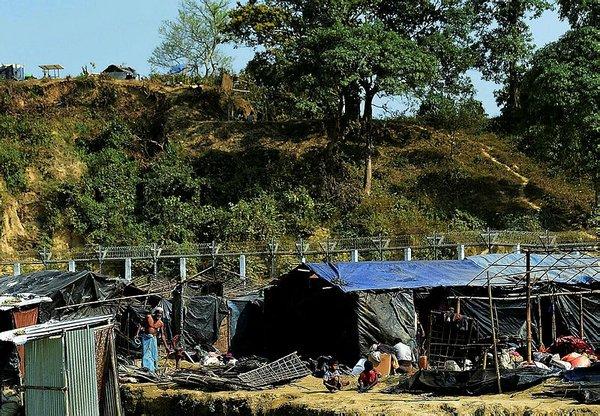 Myanmar ordusu Arakan bölgesini askerileştiriyor