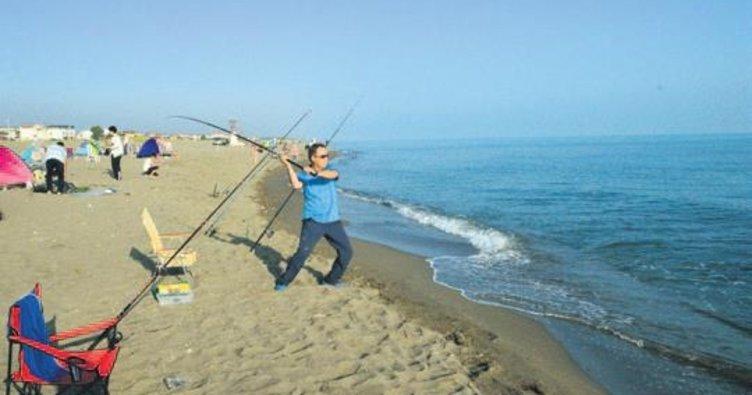 Yüzden fazla balıkçı 14 saatte bir balık yakaladı