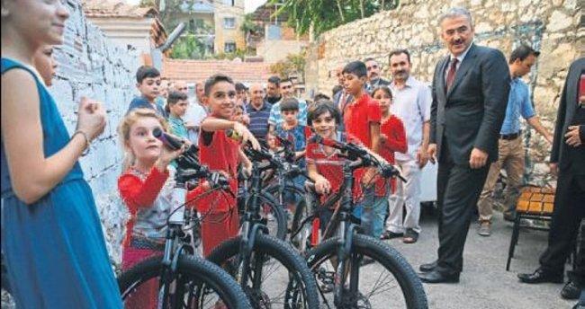 Cumhurbaşkanı'ndan Suriyeli çocuklara hediye