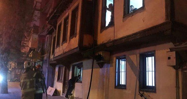 Bursa'da ahşap evde çıkan yangın söndürüldü