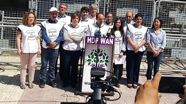 HDP'ye büyük şok: Yalnızca 35 kişi katıldı