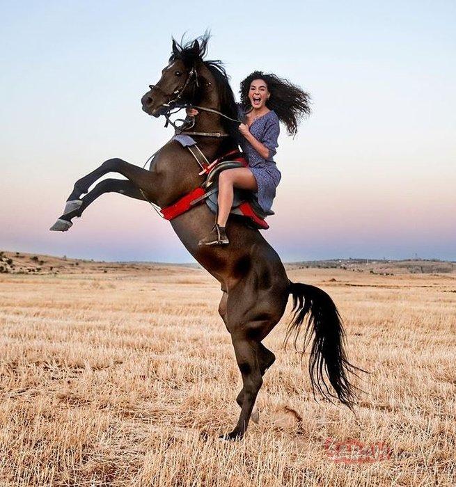 Hercai'nin Reyyan'ı Ebru Şahin'e aşk yaradı! Ebru Şahin güzelliğiyle göz kamaştırdı...
