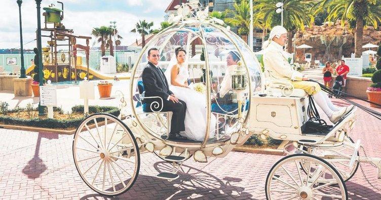 Minnie ve Mickey'yi de düğünümüze bekliyoruz