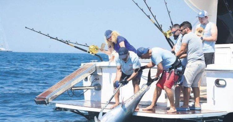 118 kiloluk balıkla rekor kırdılar