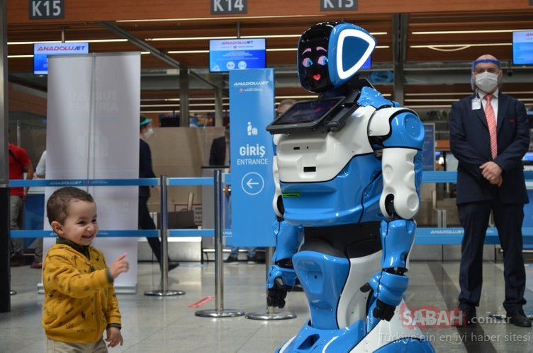 Sabiha Gökçen Havalimanı'ndaki koronavirüs önlemlerine 'Aerobot' da katıldı