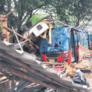 Tayland'da tur otobüsü yoldan çıktı: 18 ölü