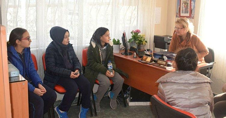 Öğrencilerden kadın muhtarlara ziyaret