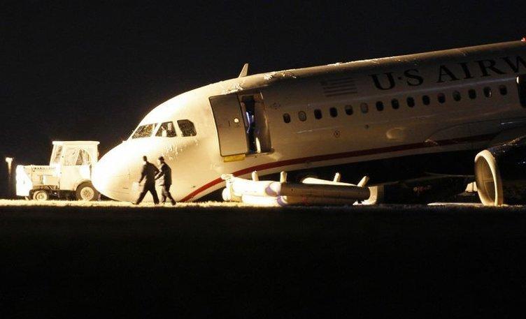 ABD'de bir uçak burnu üzerine çakıldı