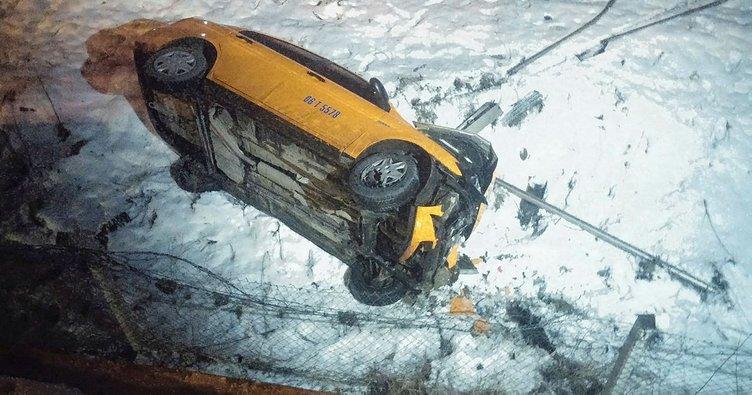 Yoldaki buzlanma nedeniyle kontrolden çıkan otomobil, köprüden aşağı uçtu