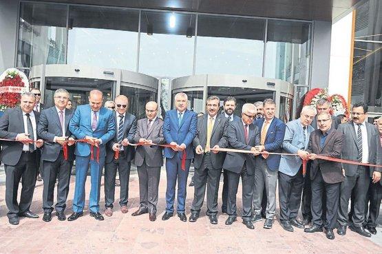 33b55a0dda860 Modern mimarisi ve Adana'nın ilk ateşli şov havuzu, doğal şelaleleri,  tematik eğlence merkezi, 12 salonlu sineması, peyzaj dokusu ve geniş çocuk  oyun ...