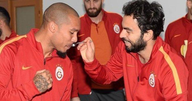 Galatasaray'da De Jong'un doğum günü kutlandı