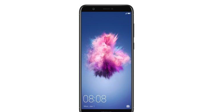 Huawei P Smart tanıtıldı: İşte özellikleri ve fiyatı