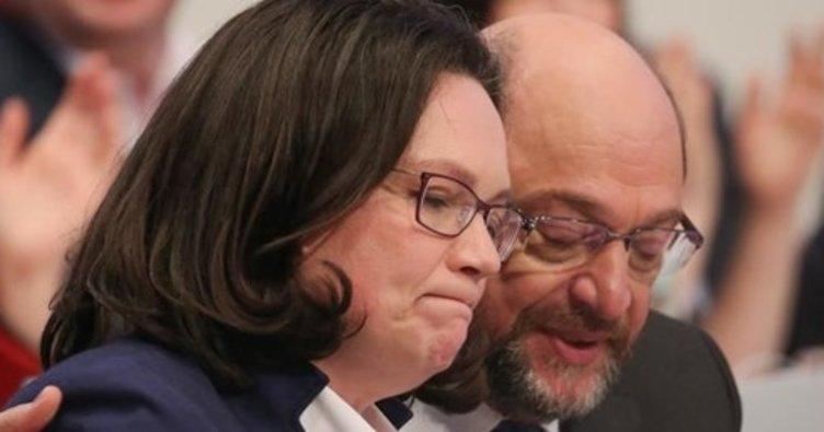 Almanya'da SPD'de genel başkanlık kavgası