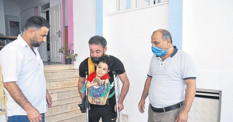 2 bacağı ve 1 kolu olmayan minik Mustafa protez istiyor