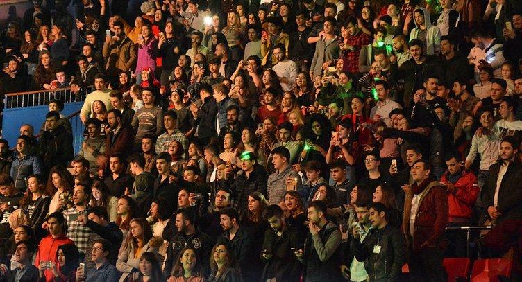 Şarkıcı Ece Seçkin'e büyük tepki