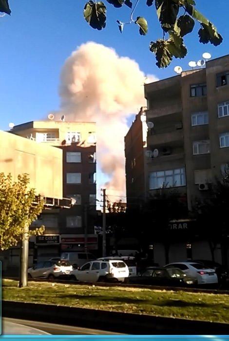 Diyarbakır Bağlar'da patlama! İşte ilk kareler!