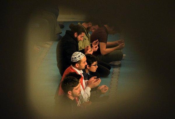 Mevlit Kandili'nde camiler doldu taştı