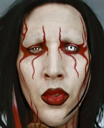 Marilyn Manson kendi yüzüyle ekranda