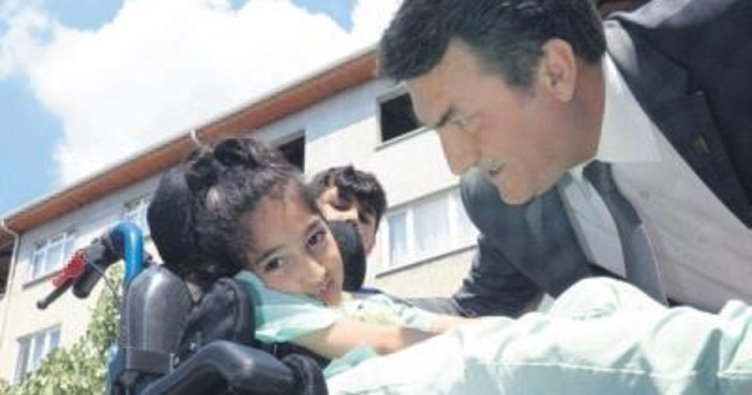 Başkan'dan minik Fatma'ya engelleri kaldıran hediye