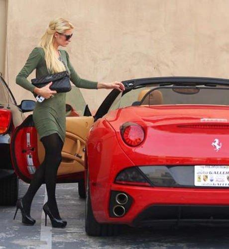 Ferrari'siyle şov yaptı