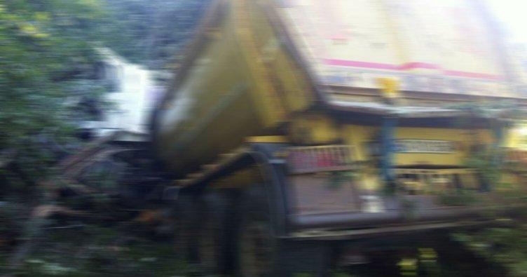 Giresun'da kamyon dere yatağına devrildi: 8 yaralı