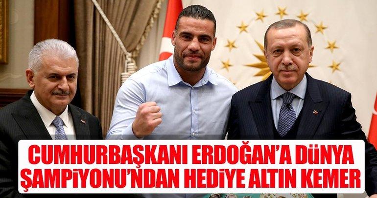 Cumhurbaşkanı Erdoğan, dünya şampiyonu boksörü kabul etti