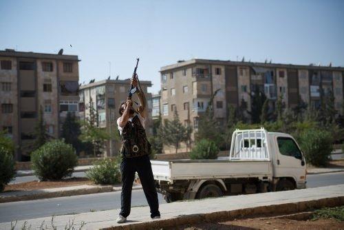 Suriyeli muhalifler uçak düşürdü