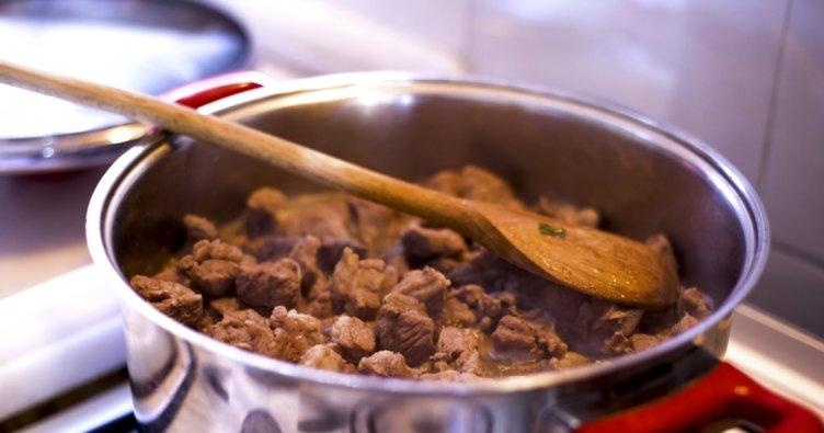 En güzel kavurma et nasıl pişirilir? En kolay lokum gibi, yumuşacık kavurma tarifi nasıl yapılır? Yumuşak kavurma nasıl pişirilir?