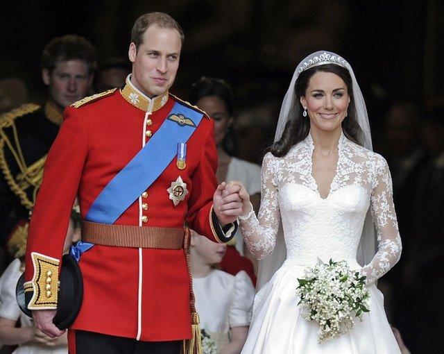 Kraliyet ailesinin sırlarını ortaya çıkardı