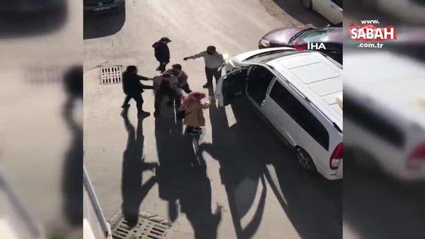 Kazada kızı korkan baba, diğer sürücünün üstüne yürüdü | Video