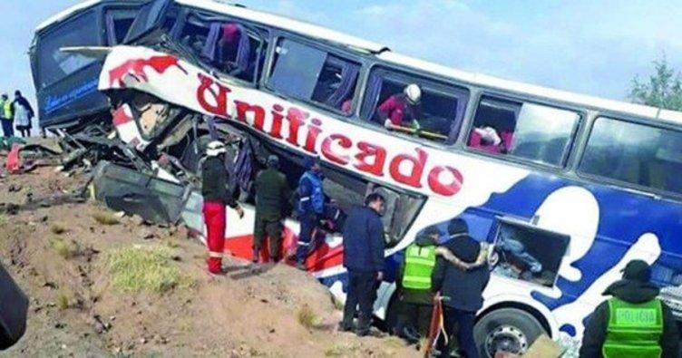 Bolivya'da otobüs uçuruma yuvarlandı: 17 ölü