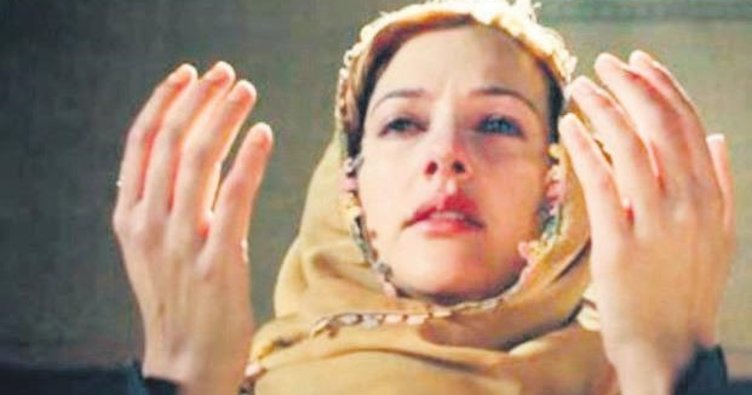 Meryem Uzerli maneviyata yöneldi