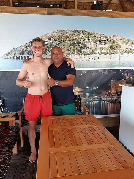 Yılın transferi Frenkie de Jong Türkiye'ye geldi