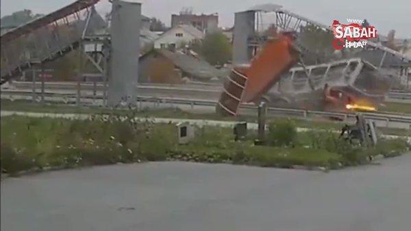 Rusya'da dikkatsiz kamyon sürücüsü, damperi açık unutunca canından oldu | Video