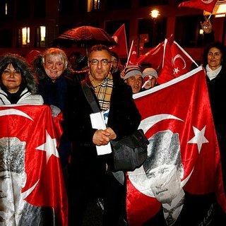 Almanya'da Atatürk'e yönelik çirkin yayın protesto edildi