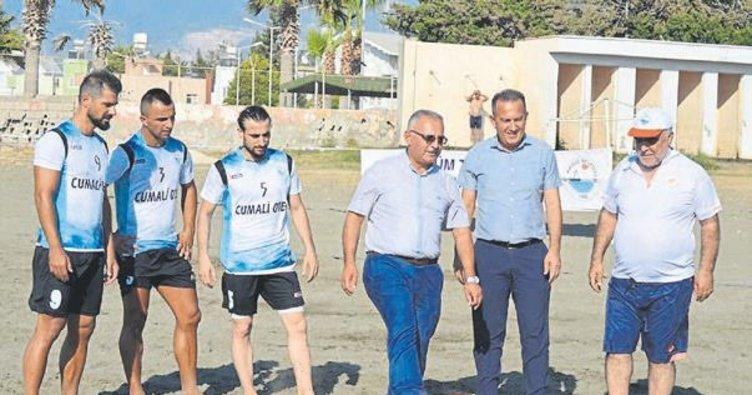 Arsuz'da plaj futbolu heyecanı