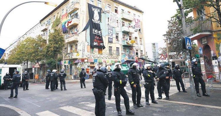 1500 polisle tahliye ettiler