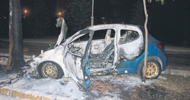 Kaza sonrası otomobil yandı