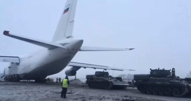 Pistten çıkan kargo uçağı tanklarla çekildi