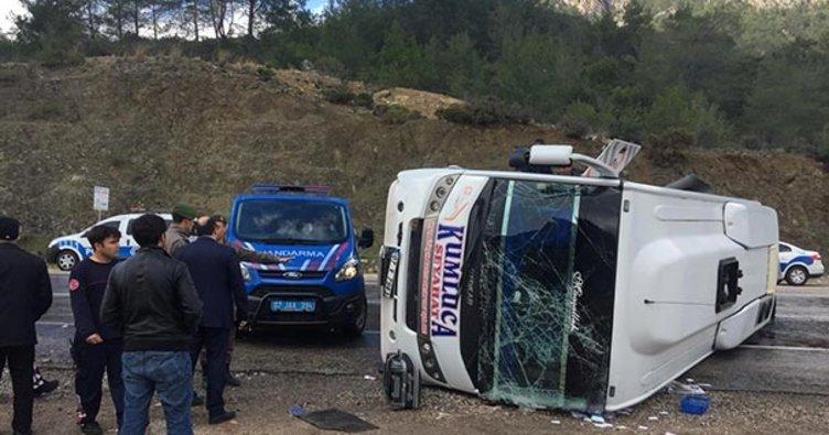 Antalya'da yolcu midibüsü devrildi! Çok sayıda yaralı var...