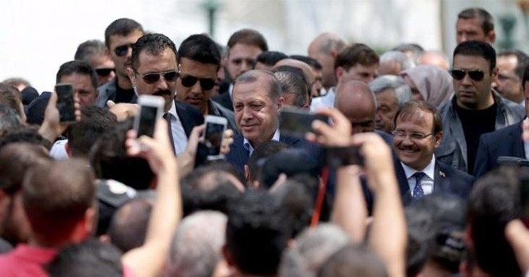 Cumhurbaşkanı Erdoğan'a Yıldız Hamidiye Camii'nde yoğun ilgi
