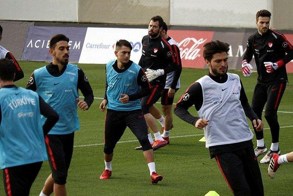 Lucescu, Milli Takım'ın yeni omurgasını belirledi!
