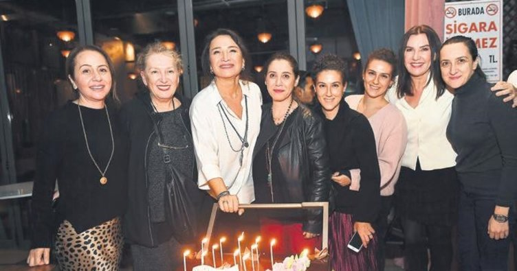 35'inci sanat yılını sahnede kutladı