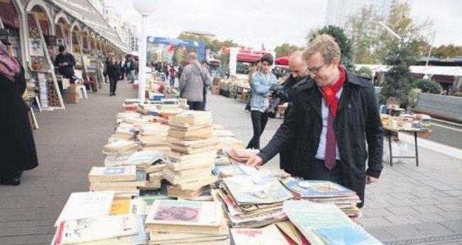 Kitap dostları Taksim'de sahaf festivalinde buluştu