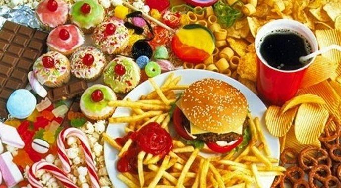Son dakika: Sağlık Bakanlığı açıkladı! Çocuklara yönelik, turuncu listedeki gıdalara uyarı, kırmızı listedekilere yasak geliyor!