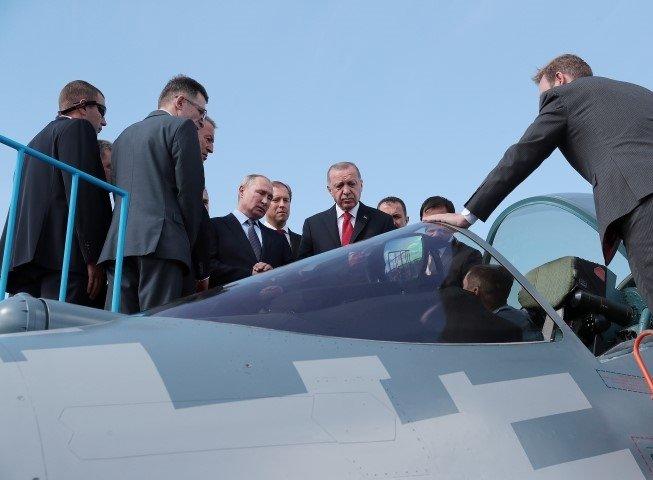 Başkan Erdoğan Moskova'da! SU-57 savaş uçağını inelerken