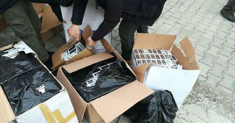 Erciş'te bir kargoya ait kamyonette 3 bin paket kaçak sigara ele geçirildi
