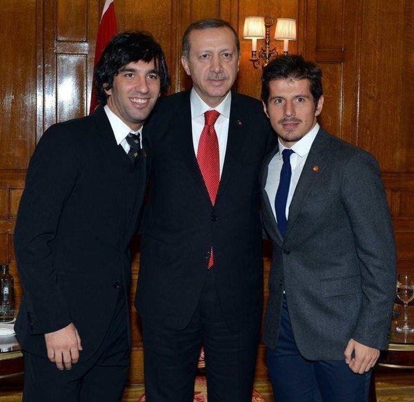 Emre ve Arda'dan Başbakan Erdoğan'a forma