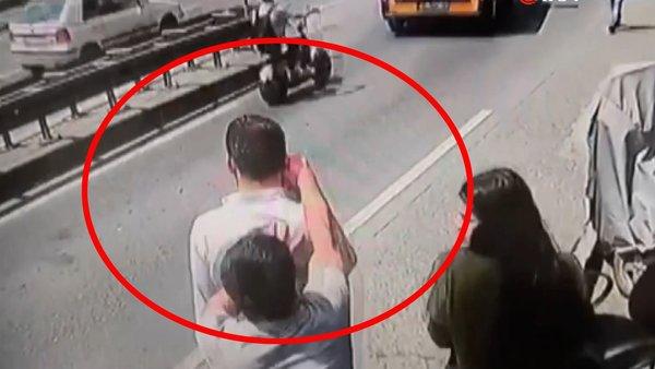 İstanbul Taksim'de yaşanan kapkaç dehşeti kamerada | Video
