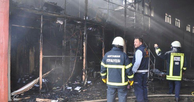 Plastik fabrikasında korkutan yangın